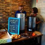 CG - au salon de thé provisoire