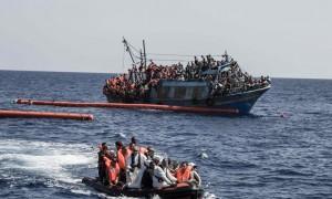 738_bateau-charge-de-migrants-secourus-par-une-equipe-de-msf